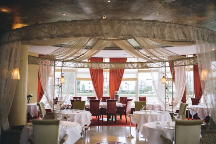 les roses casino 2000 explorator the restaurant guide in luxembourg. Black Bedroom Furniture Sets. Home Design Ideas